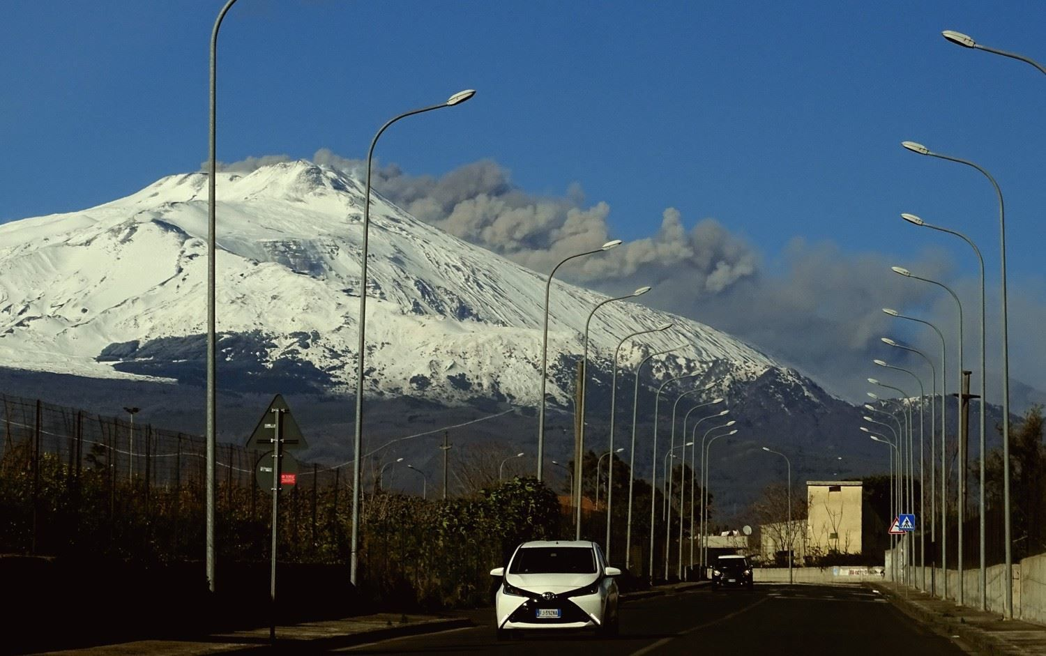 Etna - panache de cendres le 22.01.2019 - photo Boris Behncke