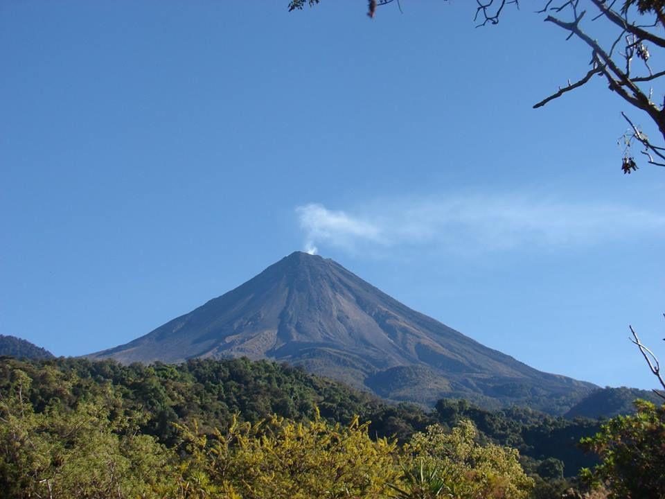 Volcán de Colima - photo 22.01.2019  via www.cabanasdelvolcan.mx