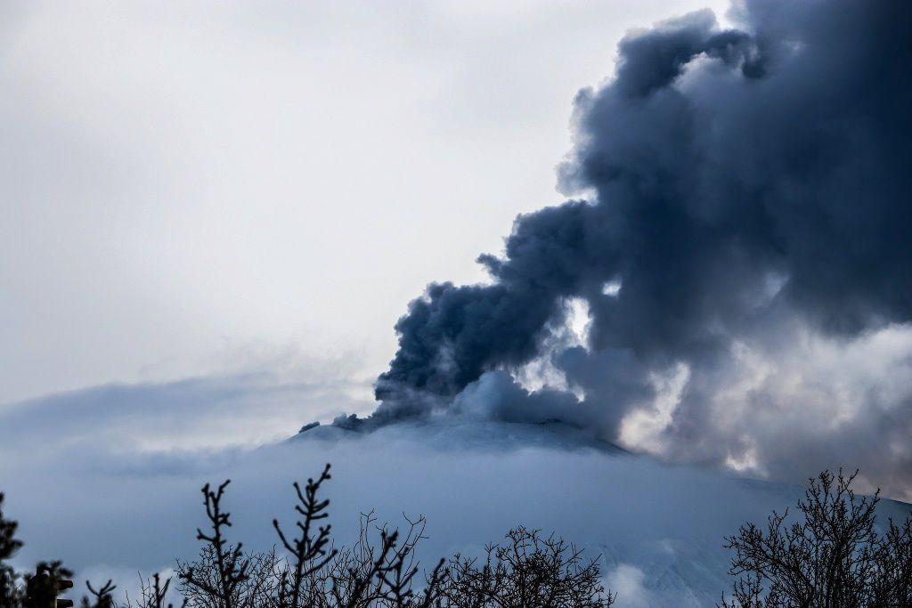 Etna - 26.01.2019 / vers 10h50 - émisions de cendres - photos Marisa Liotta / via EtNative