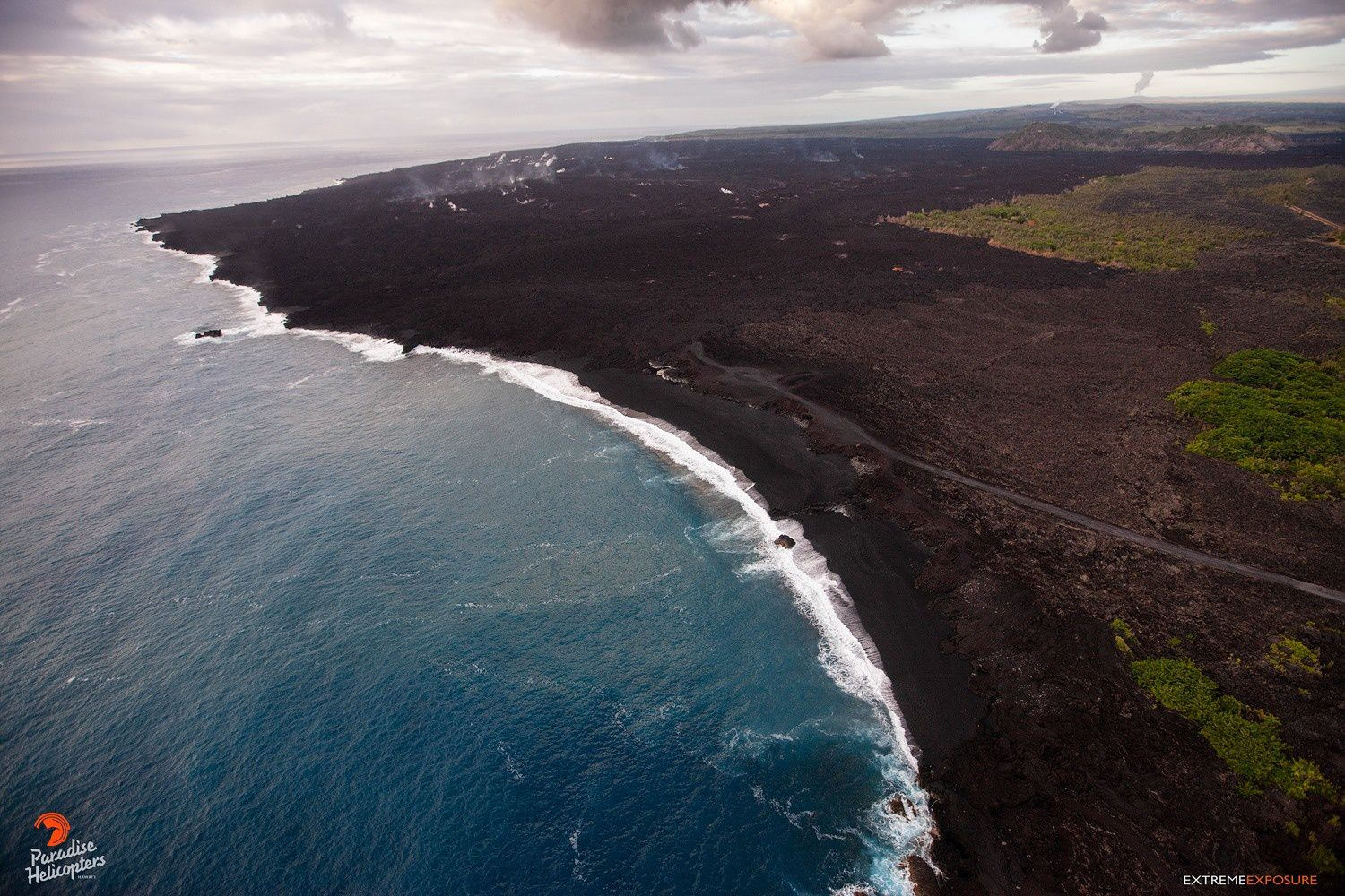 Kilauea East Rift Zone - black sand beaches at Kapoho; the Kapoho crater is visible at the top right - photo Bruce Omori 25.01.2019
