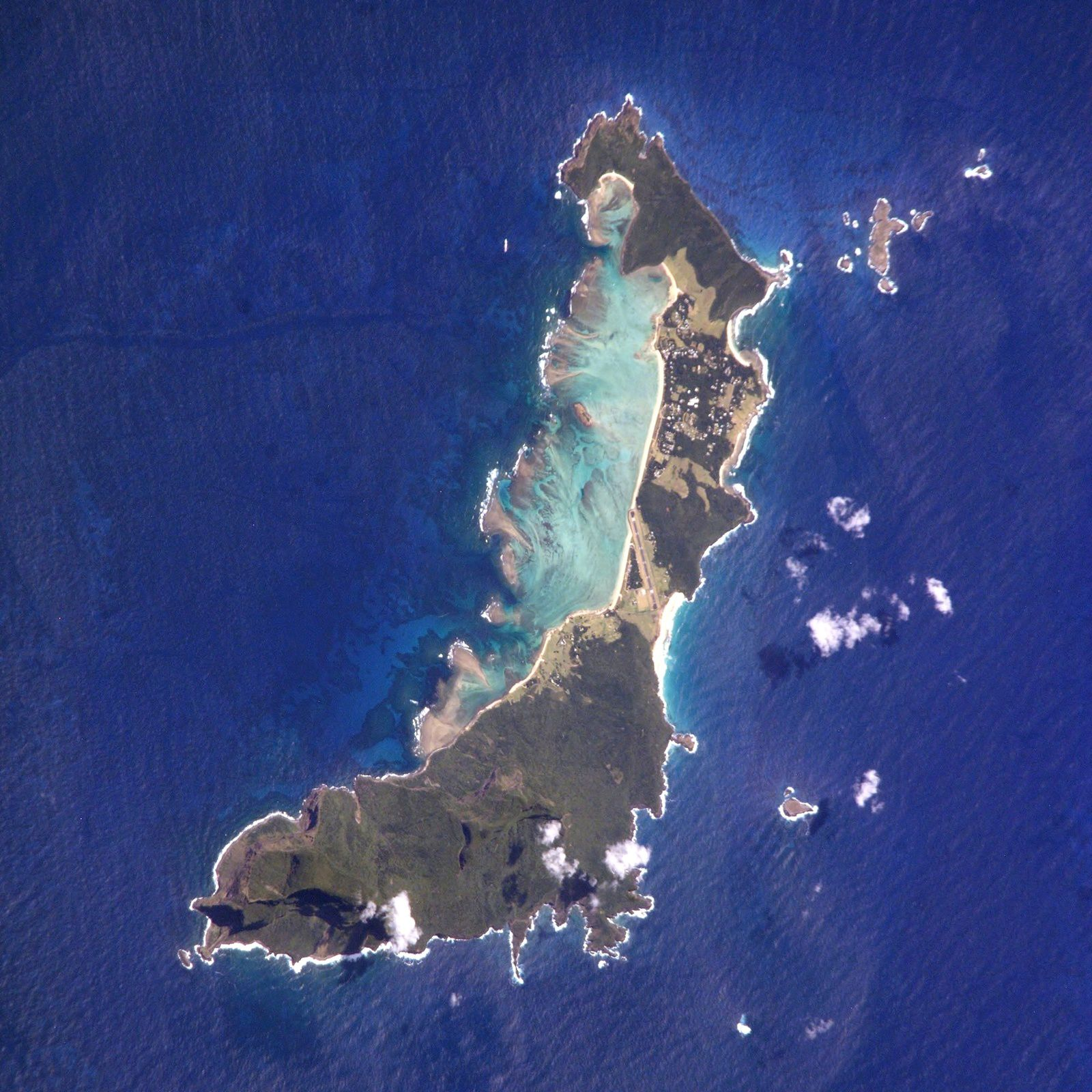 Lord Howe vu de la station spatiale - photo ISS006-E-5731 / NASA Johnson Space Center.