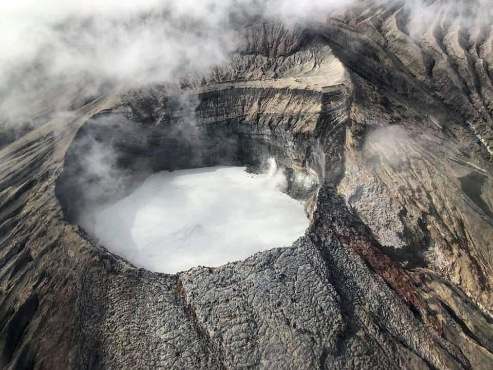 Rincon de La Vieja - summit acidic crater lake, with traces of mud (in the foreground) - photo Chris Allen, via RSN