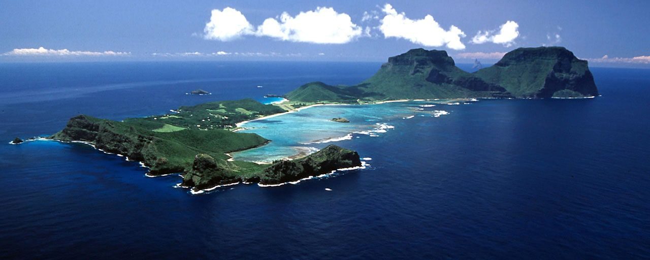 Lord Howe island and its lagoon and coral reef - photo Australia a la carte - one click to enlarge