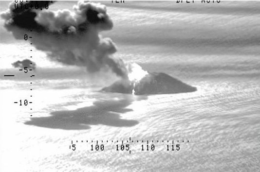 Kadovar - plume of gas and ashes on 10.02.2019 / 6h39 -  Doc. NZ Airforce