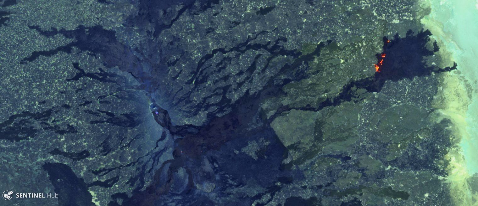 Erta Ale - photos Sentinel 2 bands 12,11,4 from 08.02.2019, with the hot spot of the distal lava flow and a zoom on the few hot pixels of the caldera and the fracture - one click to enlarge