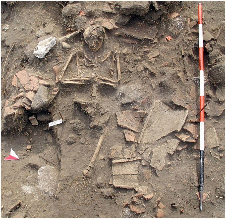 Stromboli - Zone nord de fouilles archéologiques - signe d'occupation de l'île à un temps insoupçonné -  Doc. références en sources