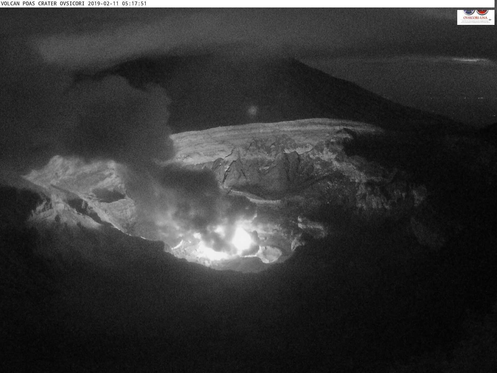 Poas- strong glow at the mouth of the fumaroles on 11.02.2019 / 05h17 Poas - webcam Ovsicori
