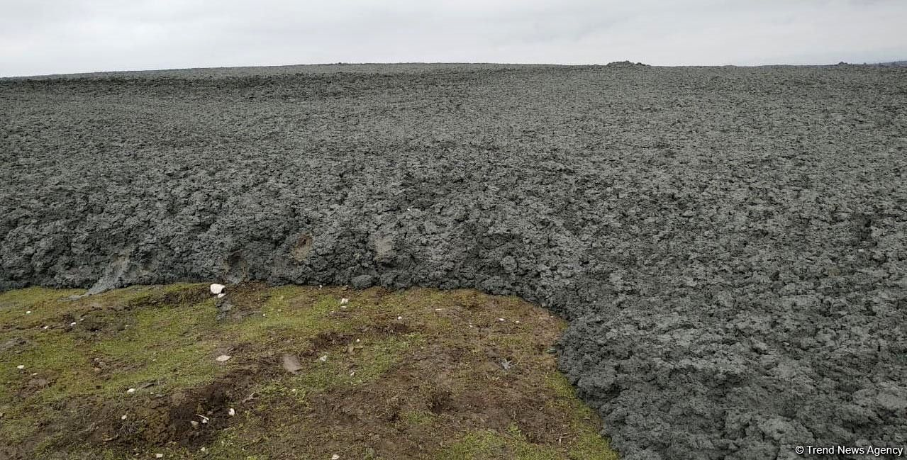 Gushchu mud volcano - eruption 13.02.2019 - the scale is given by the car and its occupants - photos Trend news agency / via J.Curtis