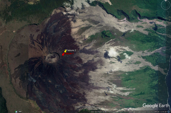 Piton de La Fournaise. - Location of two eruptive fissures that opened on the outer flank of the crater Dolomieu this morning at 9:48 local time.