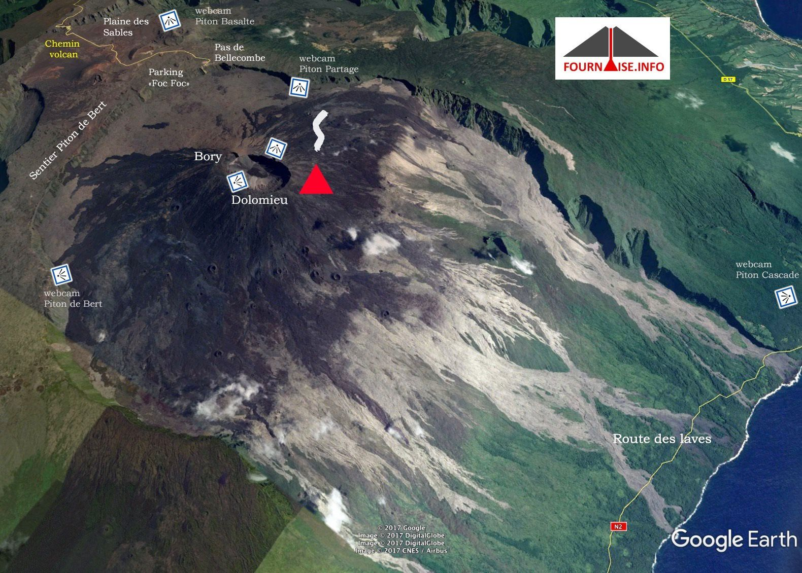 Location of the eruptive site and webcams - the camera Piton Cascades, located on the extreme right, faces the flows - doc. Fournaise info / Google earth