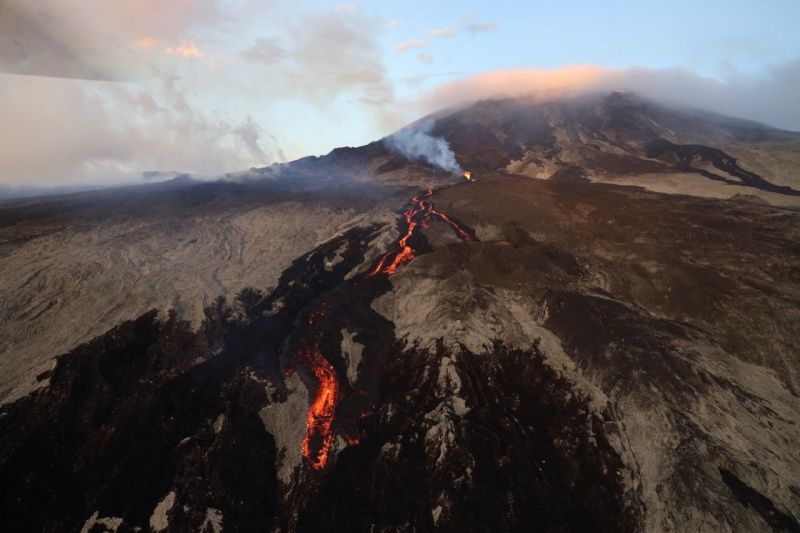 Piton de la Fournaise - the new fissure and the lava flows in the slope - 20.02.2019 - photo rb / ipréunion
