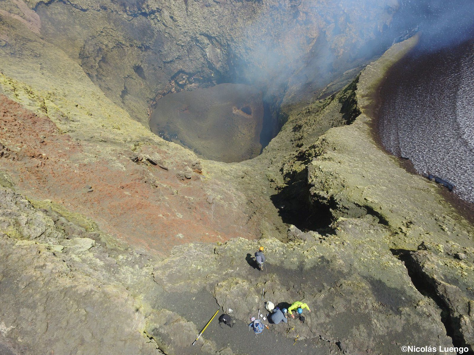 Villarica -the interior of the crater of Villarrica volcano, where a set of infrasonic sensors have been arranged - photo Volcanologia Chile 18.02.2019