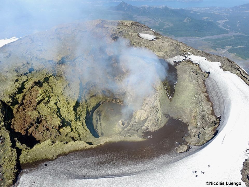 Villarica - flying over the crater by drone - photo Volcanologia Chile 18.02.2019