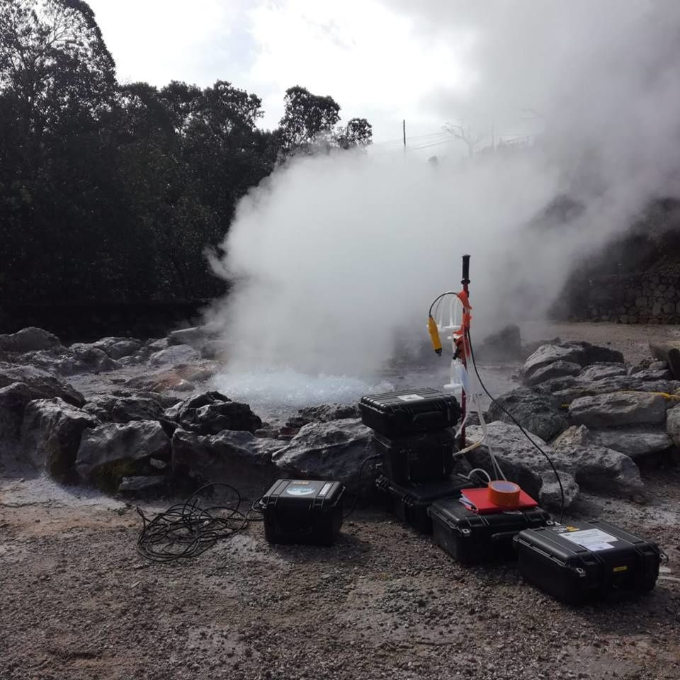 OVPF team tests OVPF instruments (inter-calibration) in the fumarole fields of the Caldeira das Furnas in the Azores