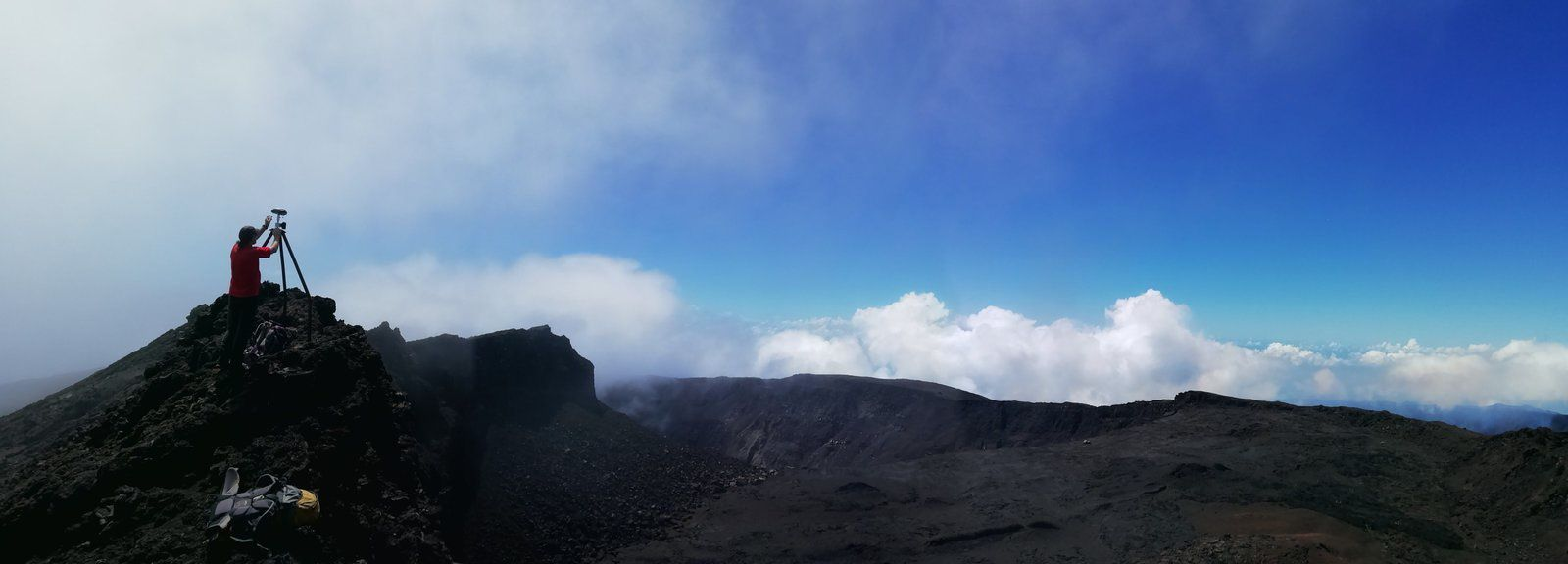 Piton de La Fournaise - the OVPF teams in measurement and maintenance work on the summit of the volcano - OVPF / Twitter photos