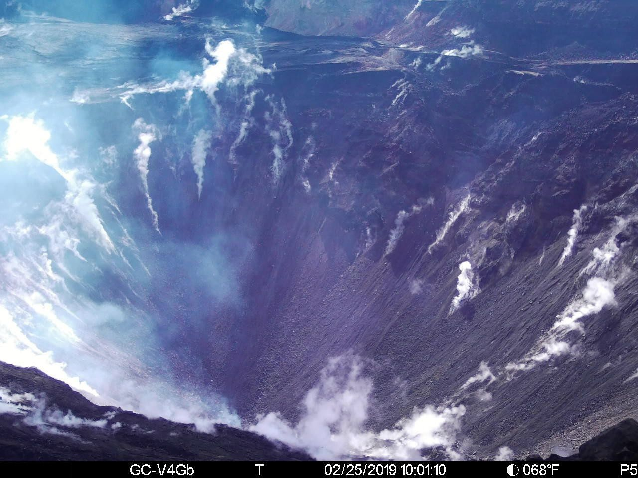Kilauea summit - new webcam at crater Halema'uma'u - image 25.02.2019 / USGS