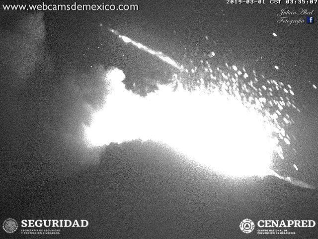 Popocatépetl - explosion du 01.03.2019 / 3h35 -3h36 - webcamdeMexico / Cenapred