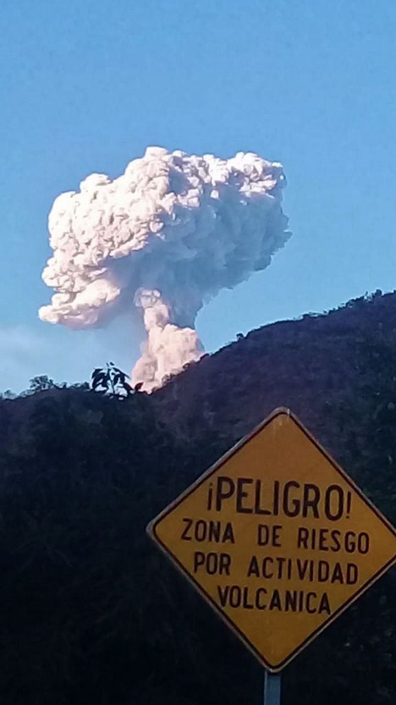 Popocatépetl - explosion and plume of gas and ashes of 06.03.2019 / 17h 56 - Do not approach ! Risk zone - photo L.F.Puente