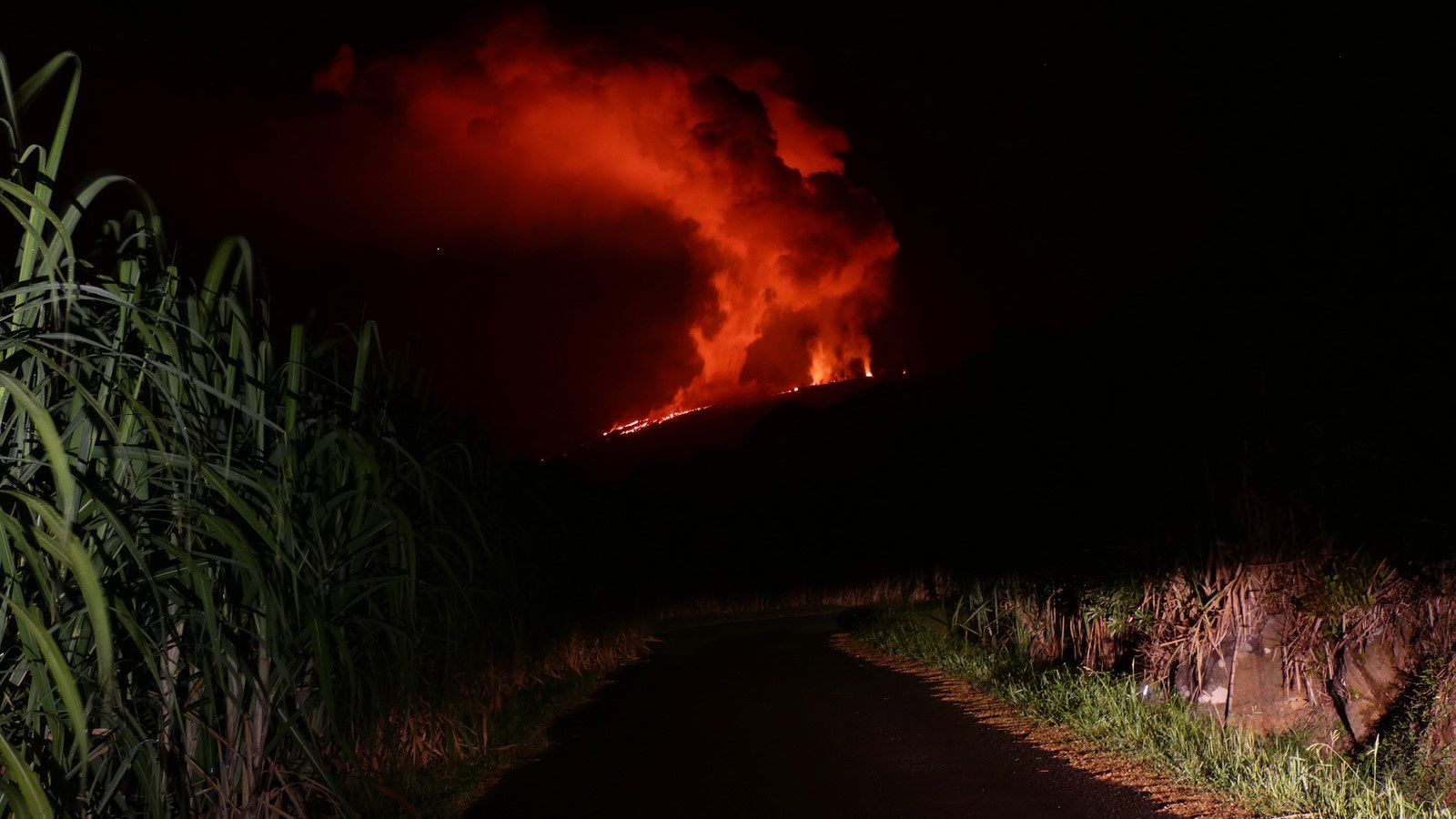 "Piton de La Fournaise - 08.03.2019 - l'éruption vue de ""la route des radiers"" - photo © Thierry Sluys"