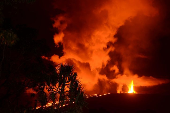 Piton de la Fournaise - Shooting of the eruptive site on 09 March 2019 around midnight from the RN2. (© A. Finizola LGSR / IPGP.)