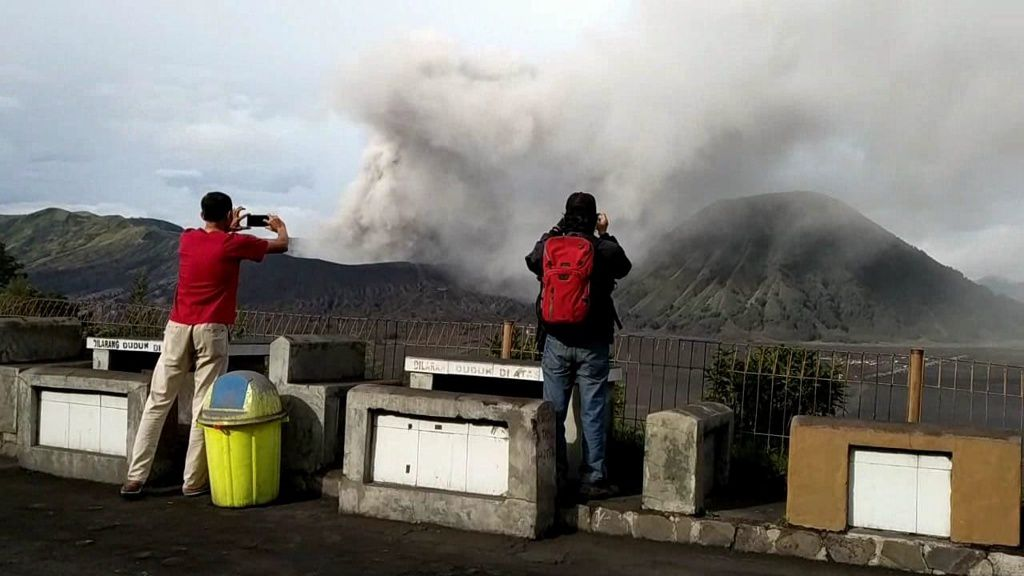 Bromo - l'éruption continue ce 16 mars 2019 - photo Wartabromo