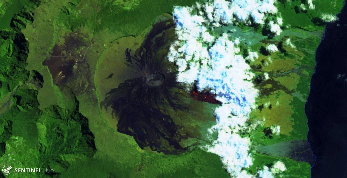 Piton de La Fournaise - the flows remain hot 3 days after the eruption stops - image Sentinel 2 bands 12,11,4 from 13.03.2019 rezoomée - one click to enlarge