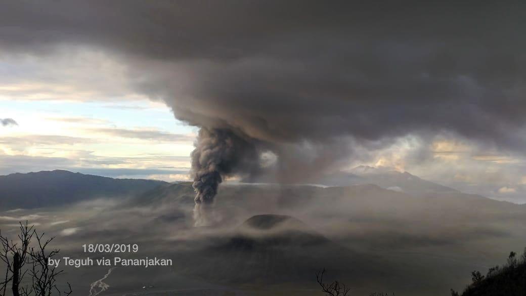 Bromo - 18.03.2019 - photo Teguh Wibowo via Pananjakan / via Sutopo Purwo nugroho