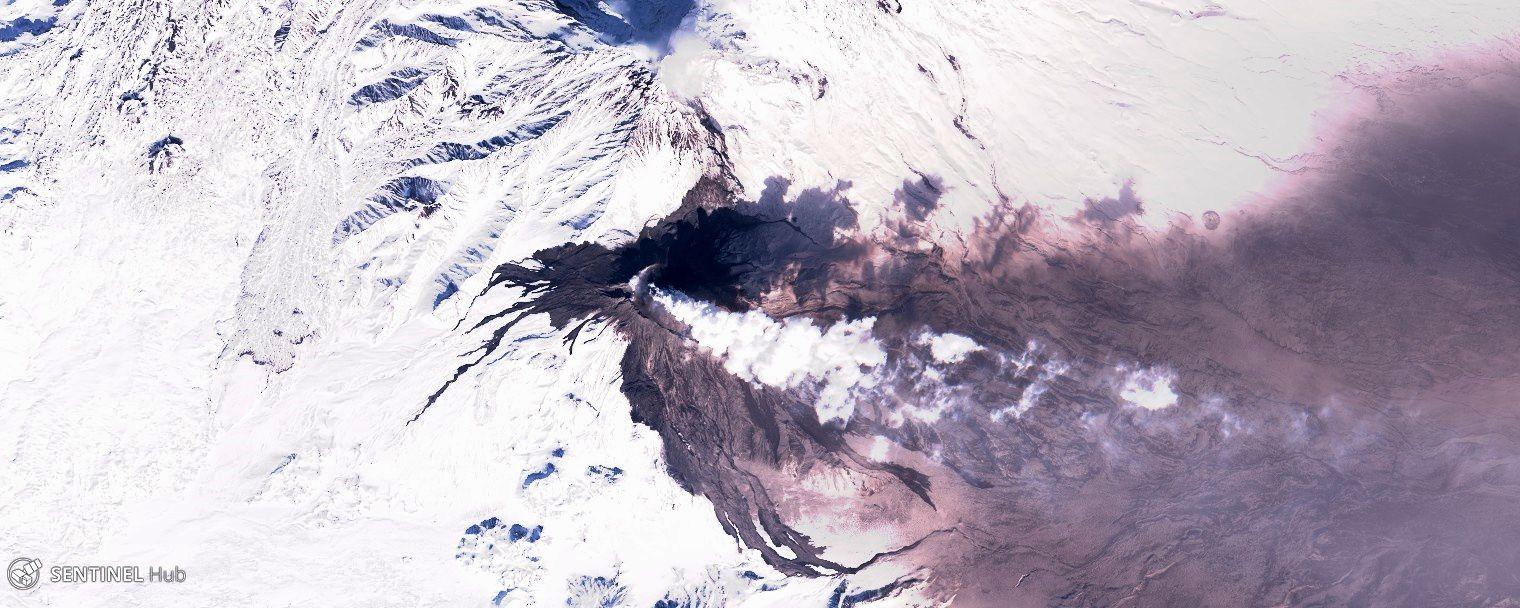 Bezymianny - photos sentinel 2 nat. colors du 14.03. et 16.03.2019 , avant et après l'éruption forte du 15.03.2019, où on remarque les dépôts de cendres, de lahars et coulées pyroclastiques - un clic pour agrandir