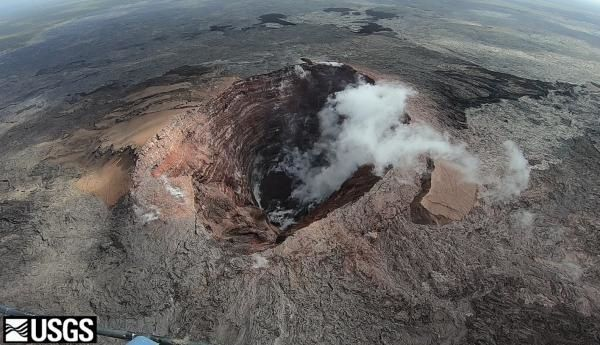 Kilauea - Pu'u 'Ō'ō crater - rock falls cause little major change; only depth has very changed - photo HVO / USGS