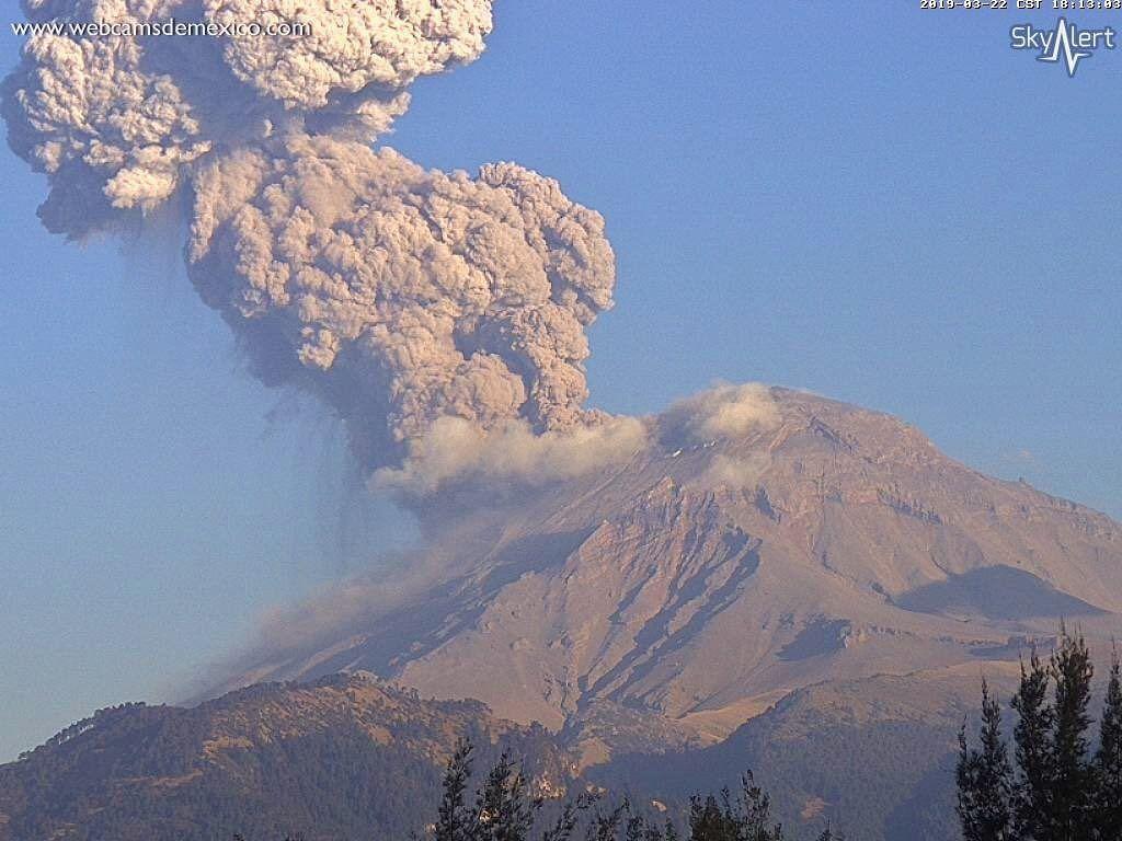 Popocatépetl - explosive plume of 22.03.2019 / 18h13 - WebcamsdeMexico / Skyalert