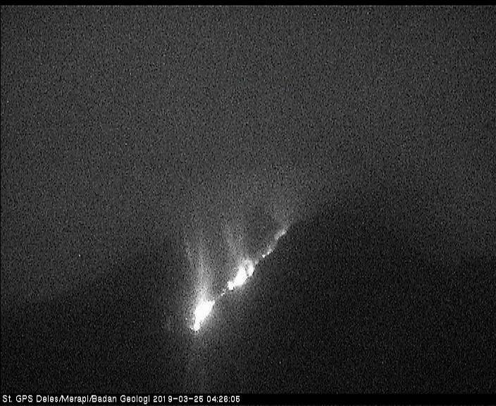 Merapi - avalanche incandescente le 25.03.2019 / 04h26 - via Merapi news