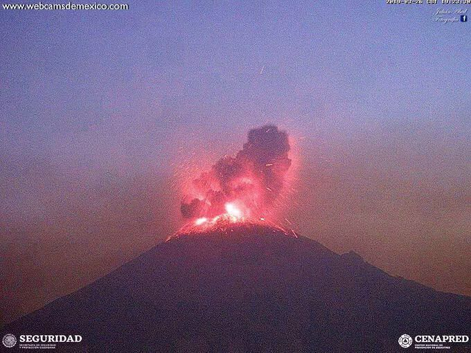 Popocatépetl - explosion of 27.03.2019 / 01:23 UTC - photo without IR sensor by WebcamsdeMexico / Cenapred