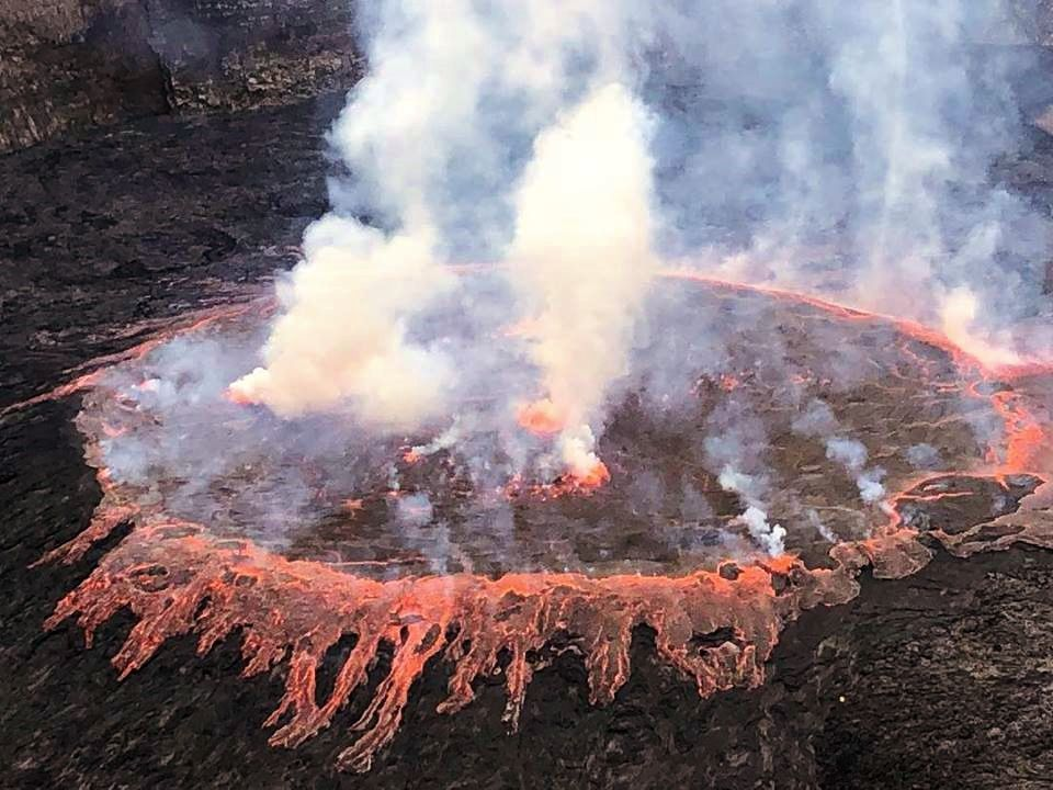 Nyiragongo lava lake - overflow of 31.03.2019 in the morning - photo Ross Pennell, via Shérine France / https://www.instagram.com/ross.pennell