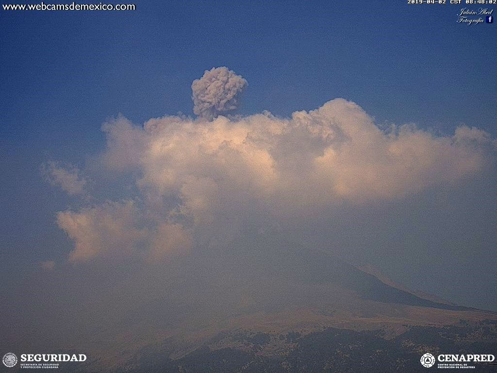 Popocatépetl - activity of 02.04.2019, respectively at 8:48 and 16:43 - WebcamsdeMexico