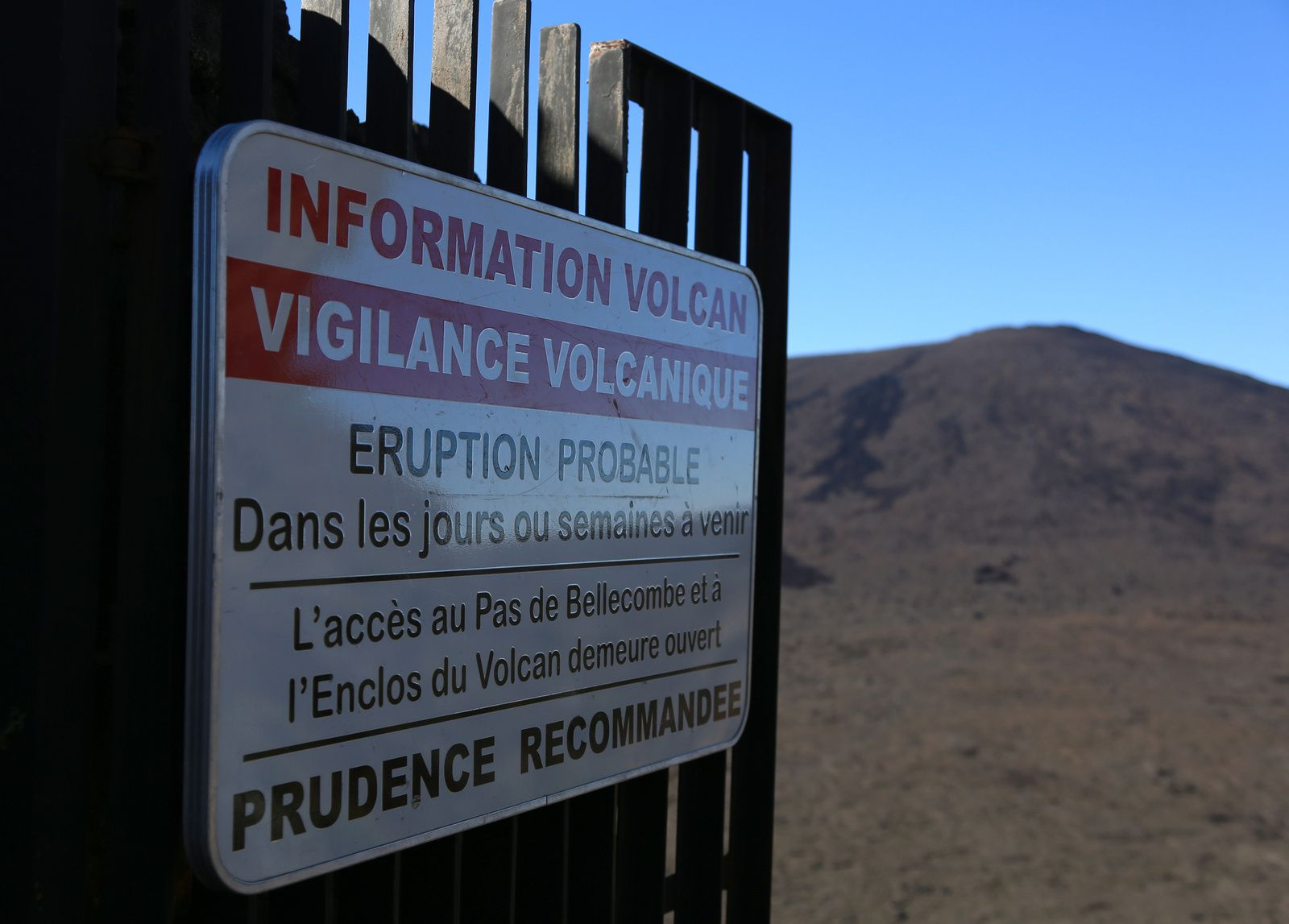 Piton de La Fournaise - entrance to the Enclos Fouqué at the Pas de Bellecombe - photo Bernard Duyck