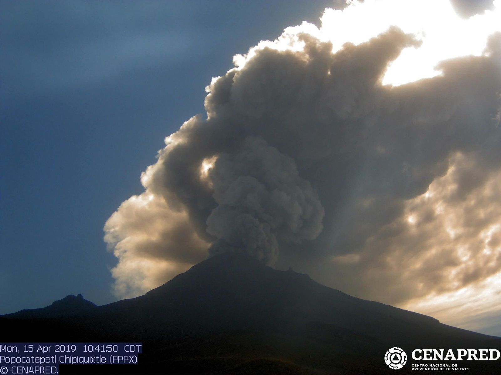Popocatépetl - ash emissions of 15.04.2019 / 10h41 - new Webcam Chipiquixtle (PPPX) / Cenapred