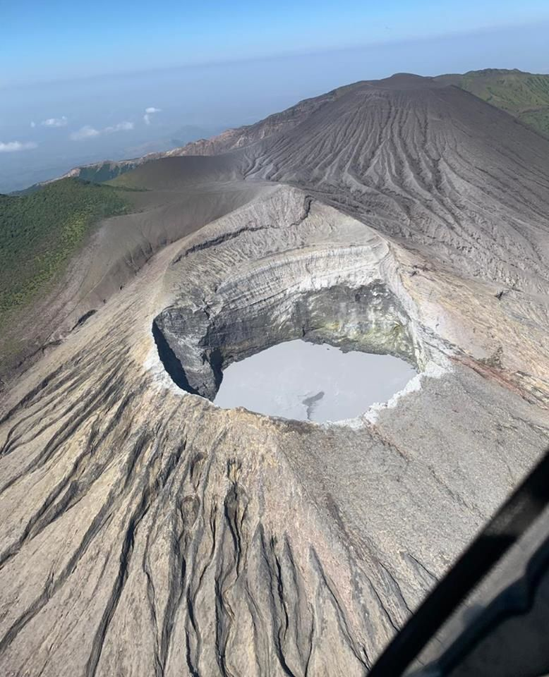 In this photo, the active crater of Rincon de la Vieja is observed, with a low level of the lake and some deposits of sediments and ash produced from the eruption of April 13 at 00:07 In the background, the cone of von Seebach. Photo RSN / by Chris Allen, of Sunquest Helitours, April 14th.