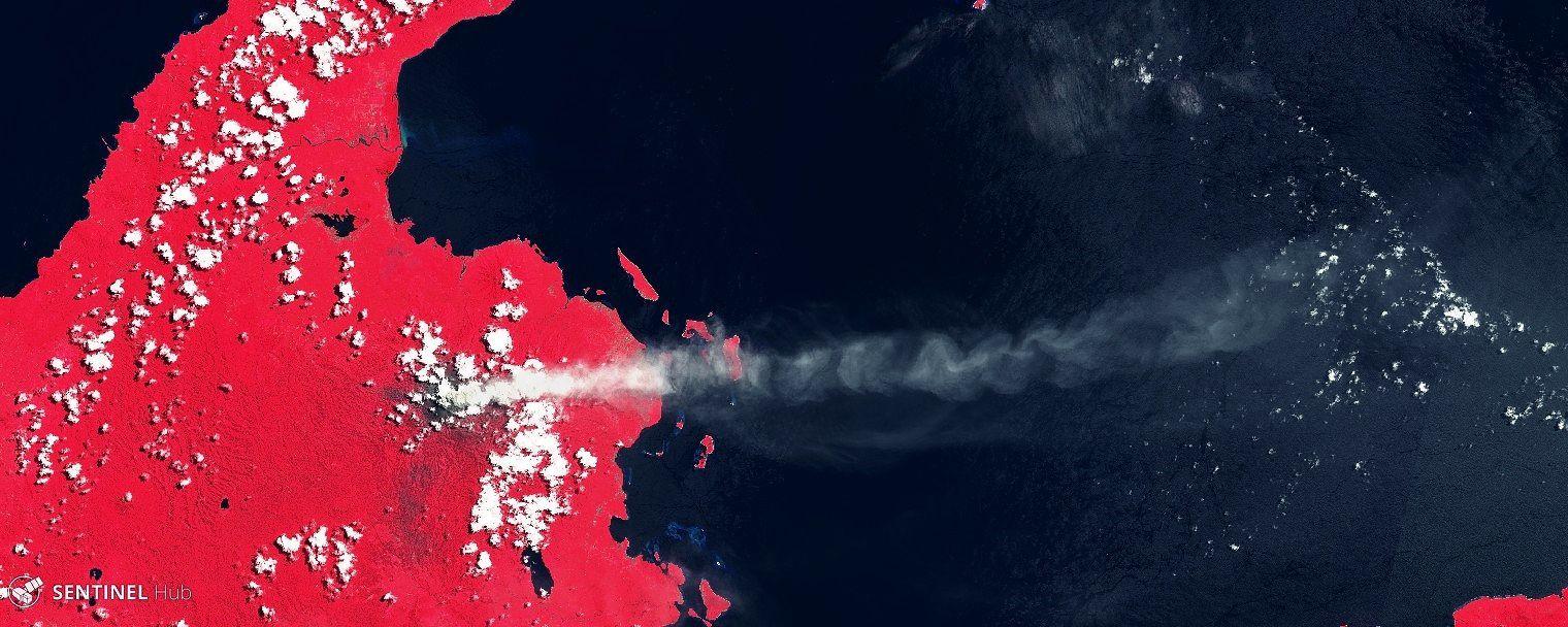 Dukono - long panache en direction est sur cette image Sentinel-2 image IR bands 8,4,3 du 16.04.2019 - un clic pour agrandir