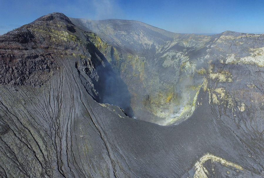 Turrialba - the active crater - photo Univ. Costa Rica / Pablo Ruiz - 17.04.2019.