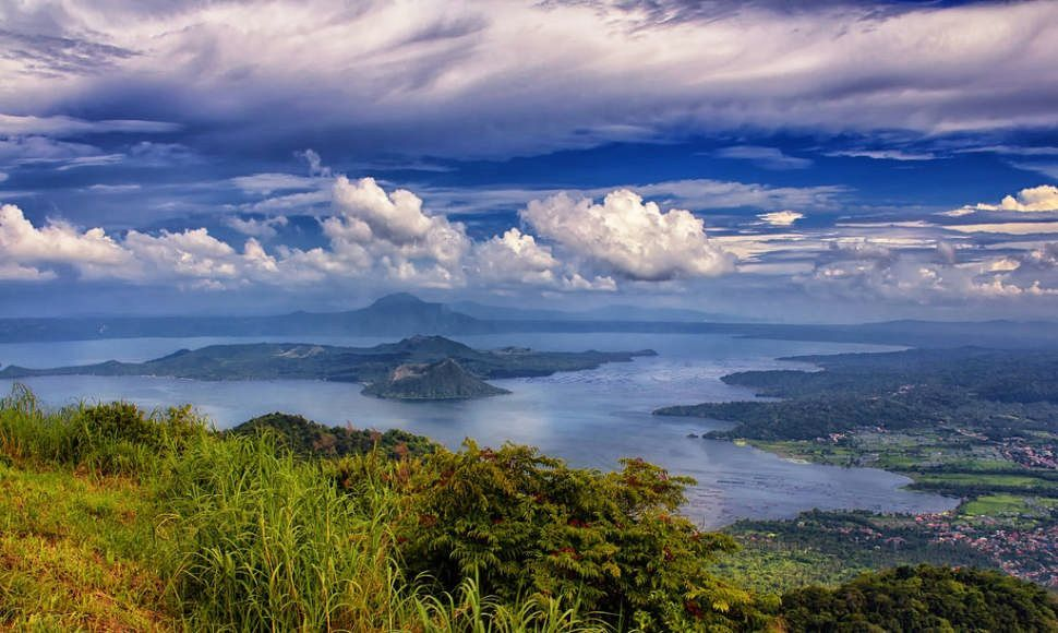 Le lac Taal et le volcan Taal - photo Rove.me
