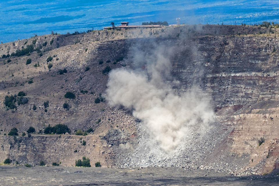 Kilauea summit - 25.04.2019 - significant drop of rocks has been observed since the Volcano house, under the Jaggar museum and the site of the HVO unoccupied. - photo NPS / Janice Wei