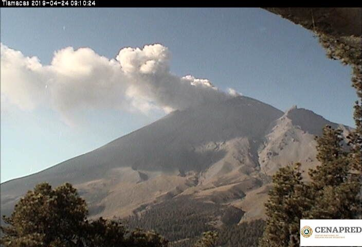 Popocatépetl - exhalation of 24.04.2019 - photo Cenapred