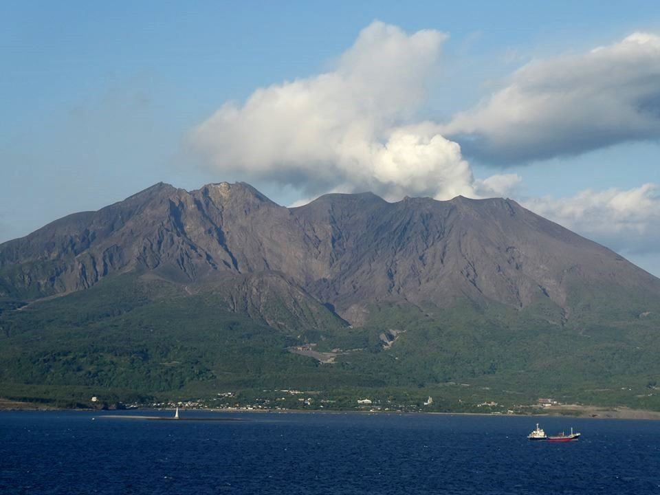 Sakurajima - Relative calm on 26 and 27.04.2019 - photos © Pierre Gondolff