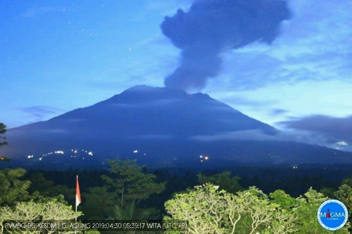Agung - Ash plume on 30.04.2019 / 5h39 WITA - Webcam PVMBG
