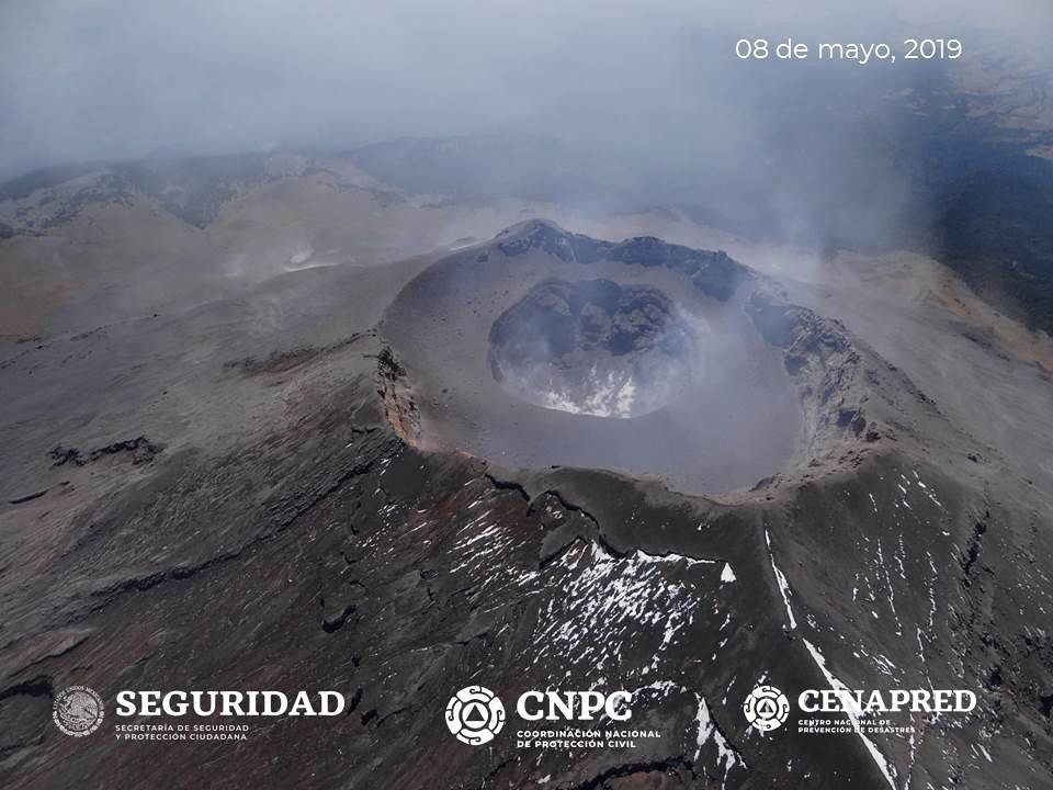 Popocatépetl - the summit, during the surveillance flight of May 8, 2019 - photo Cenapred / Unam / Policia Federal