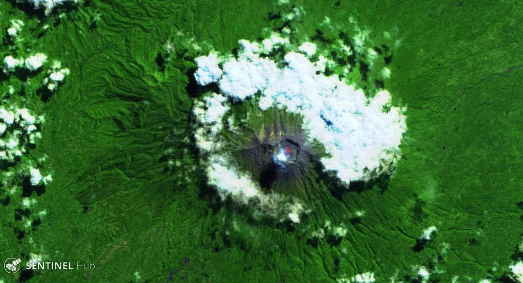 Agung - hot spot in the crater - image Sentinel 2 bands 12,11,4 of May 13, 2019 - one click to enlarge
