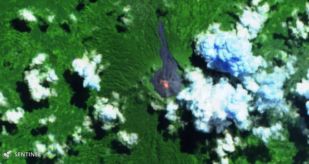Ibu volcano - hot spots on this image Sentinel 2 bands 12,11,4 from 21.05.2019. - a click to enlarge