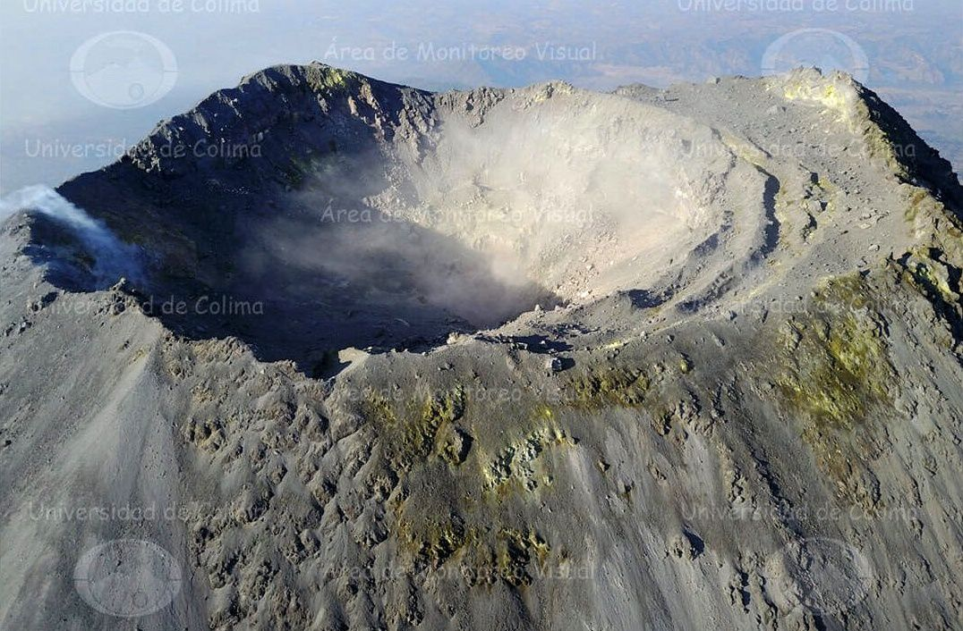 Colima - view of a new crater inside the main crater - Doc Univ. of Colima