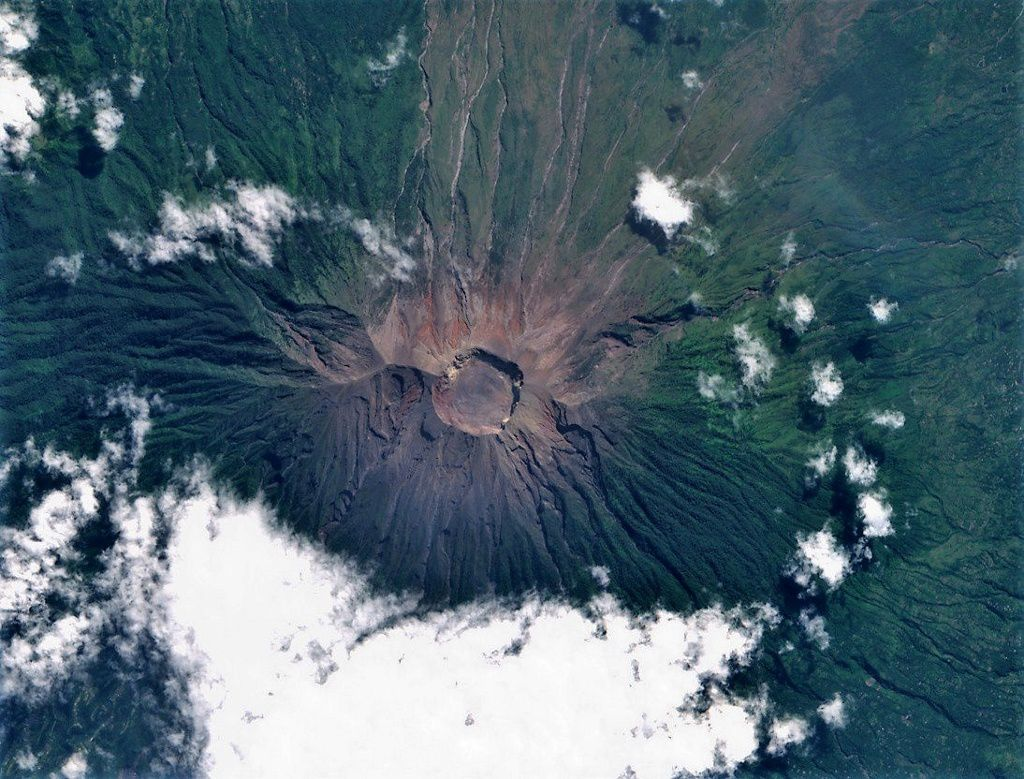 Agung - Sentinel 2 image from 07.06.2019 via Copernicus - one click to enlarge