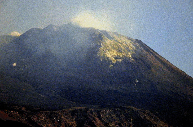 Etna NSEC - activité fumerolienne et dépôts de soufre - photo INGV 08.06.2019